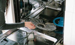 آموزش صفر تا صد تمیز کردن ماشین ظرفشویی چگونه ماشین ظرفشویی را تمیز کنیم روش تمیز کردن ماشین ظرفشویی
